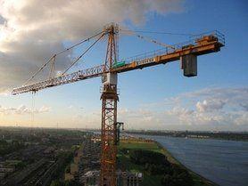 About us - Eigen afmeerkade met 140 meter torenkraan